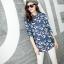 เวอร์ชั่น 2016 เสื้อเชิ้ตยีนส์ ลายคลาสสิก พิมพ์ลายดอกไม้ thumbnail 2
