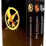 หนังสือปกอ่อนสามเล่ม The Hunger Games Collection ราคา 1192