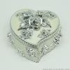 กล่องเก็บเครื่องประดับ หัวใจ ยาว 4 นิ้ว - สีขาว/เงิน [HE18011-W.Silver]