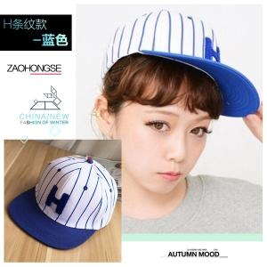 หมวกฮิปฮอป หมวกเบสบอล ลาย H สีขาวสลับน้ำเงิน