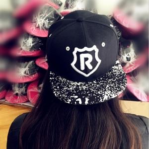 หมวกฮิปฮอป หมวก Hiphop ลาย R สีดำ