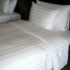 ผ้าปูที่นอนรัดมุม สีขาวลายริ้ว 3.5 ฟุต