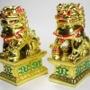 สิงโตมงคลคู่สีทอง อุดมโชคลาภวาสนา ปกป้องภยันอันตราย