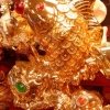 ปลาหลี่ฮื้อเกล็ดเหรียญทองหยอกลูกแก้วโชคลาภ เหลือกินเหลือใช้