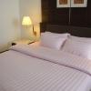ชุดผ้าปูที่นอนโรงแรมลายริ้ว สีชมพูอ่อน 6 ฟุต