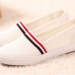 รองเท้าลำลองสีขาว ส่งฟรีEMS พร้อมส่ง