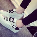 รองเท้าผ้าใบแต่งลายสีขาว ส่งฟรีEMS พร้อมส่ง