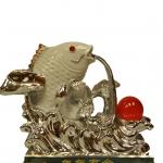 ปลาหลี่ฮื้อเกล็ดเหรียญเงินหยอกลูกแก้วโชคลาภ เหลือกินเหลือใช้
