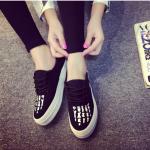 รองเท้าผ้าใบแต่งลายสีดำ(ขายดีสุดๆ) ส่งฟรีEMS พร้อมส่ง