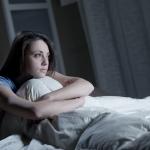 ตื่นกลางดึก นอนไม่หลับอีกแล้ว! ทำไมนอนไม่หลับ? อาการง่วงแต่นอนไม่หลับ? วิธีแก้อาการนอนไม่หลับทำยังไงดี หาคำตอบได้ในบทความนี้เลยครับ