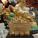 ม้ามงคลทะยานก้อนทอง