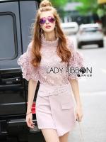 Lady Ribbon's Made &#x1F380 Lady Christina Modern Vintage Lace Blouse and Hot skirt Set เซ็ตเสื้อลูกไม้และกระโปรงสั้นสไตล์โมเดิร์นวินเทจ ลุคนี้มาแบบเป็นเซ็ต ตัวเสื้อเป็นลูกไม้ทั้งตัวในโทนสีชมพูอ่อน ทรงสไตล์วินเทจโมเดิร์น คอสูง แขนเสื้อระบาย ผ้าลูกไม้