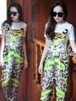Sevy Two Pieces Of Leopard Sunglasses T-Shirt With Pants Sets Type: T-Shirt+Pants Fabric: T-Shirt(Cotton)+Pants(Chiffon) Detail: Sets เสื้อยืดคอกลมพิมพ์ลายหน้าเสือใส่แว่นกันแดด มาพร้อมกางเกงลานเสือเข้าเซทกัน สามารถ Mix&Match ได้หลายโอกาสนะคะ