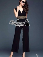 Gold waist chic long jumpsuit Fabric : Viscose เนื้อผ้ามีน้ำหนักอย่างดี Detail : จั้มสูทกางเกงขายาว + งานเย็บประดับด้วยสร้อยและเพชรสีทองที่ข่วงเอวดูหรูหรามากคะ Style : ลุคผู้ดีแบบสาว Fashionista