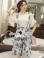 Seoul Secret Say's... Indigo Blue Bloom Bibby Knit Blous Set Material : เซ็ทนี้ทรงสวยเก๋มากคะ เป็นเซ็ทเอี๊ยมกางเกงขาสี่ส่วนทรงกางเกงแบบขากว้าง มาพร้อมกับเสื้อไหมพรมแขนบาน ใส่แมตซ์กันออกมาได้สวยเก๋หวานมากคะ ตัวเอี๊ยมเติมความสวยด้วยงานพิมพ์ลายดอกไม้ใช้