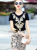 Seoul Secret Say's... High Fashion Lady Goldy Chic Set Material : เซ็ทสวยดูไฮสไตล์สาวแฟชั่นนิสตร้า ด้วยเซ็ทเสื้อยืดมาพร้อมกับกระโปรงทรงสอบ สวยหรูด้วยลูกไม้ทอลายดอกไม้สีครีมทอง ตัวเสื้อเติมความสวยหรูด้วยงานเย็บแต่งด้วยเลื่อม ใส่แมตซ์กับกระโปรงออมาได้ส