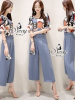 Sevy Two Pieces Of Propaganda Blouse With Pants Sets Type: Blouse+Pants(Sets) Fabric: Polyester &#x1F338เสื้อผ้าโพลีเอสเตอร์เนื้อนิ่มลื่น กางเกงผ้าโพลีเอสเตอร์เนื้อทราย Detail: Set เสื้อ+กางเกงยาวขาบานโทนสีฟ้า มีซิปหน้าใส่งาย มีกระเป๋า 2 ข้าง จับคู่กับเสื