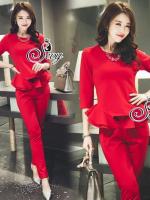 Sevy Two Pieces Of Red Hot Layer Long Sleeve Top With Pants Sets Type: Top + Pants (Sets) Fabric: Cotton(95%) + Spandex(5%) Detail: Sets เสื้อแขนยาวดีเทลชายเสื้อจับจีบขึ้นเลเยอร์ระบายช่วงชายทั้งสองข้างแบบพอเหมาะ มาพร้อมกางเกงขายาวเข้าเซทกัน ใส่ออกมาแล้วดู