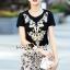 Seoul Secret Say's... High Fashion Lady Goldy Chic Set Material : เซ็ทสวยดูไฮสไตล์สาวแฟชั่นนิสตร้า ด้วยเซ็ทเสื้อยืดมาพร้อมกับกระโปรงทรงสอบ สวยหรูด้วยลูกไม้ทอลายดอกไม้สีครีมทอง ตัวเสื้อเติมความสวยหรูด้วยงานเย็บแต่งด้วยเลื่อม ใส่แมตซ์กับกระโปรงออมาได้ส thumbnail 1